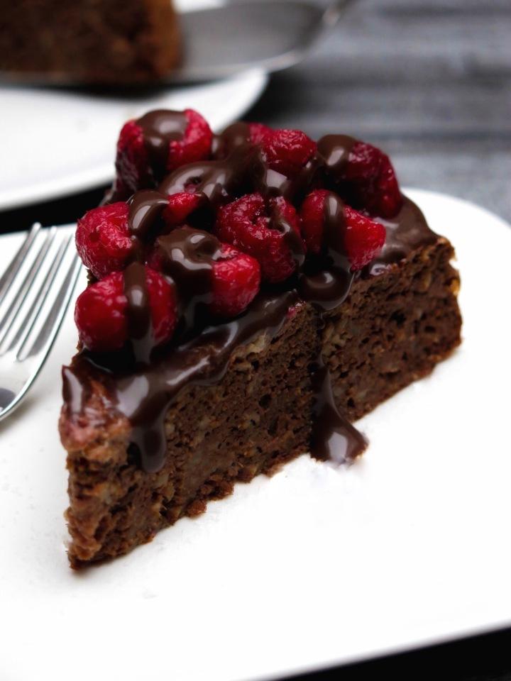 veganer Kuchen mit Himbeeren