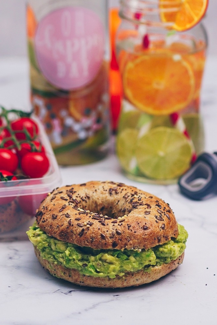 bagel mit infused water