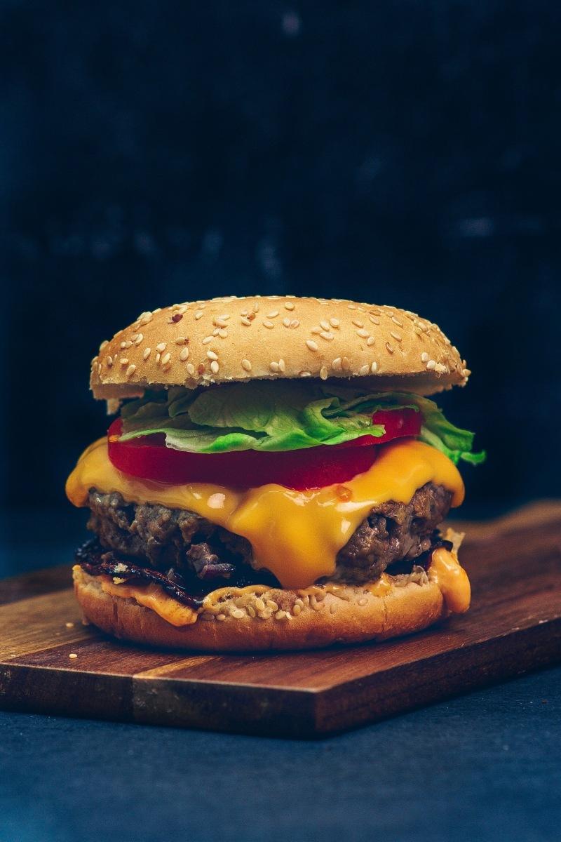 grilled bacon Hamburger mit frischen Burgerbrötchen