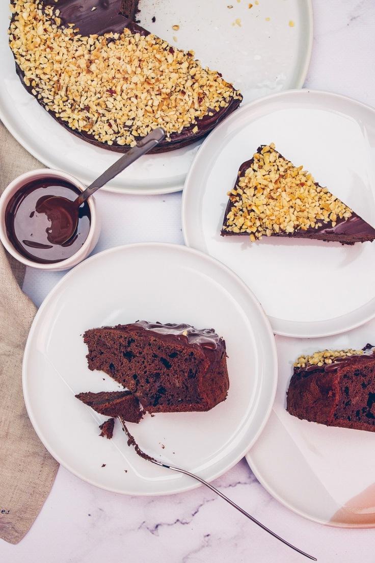 Rocher Kuchen mit gehackten Haselnüssen