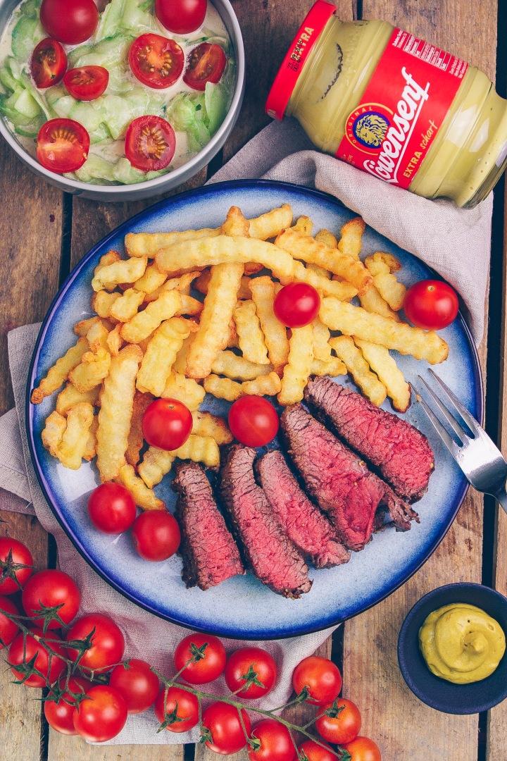 Löwensenf Steak angeschnitten