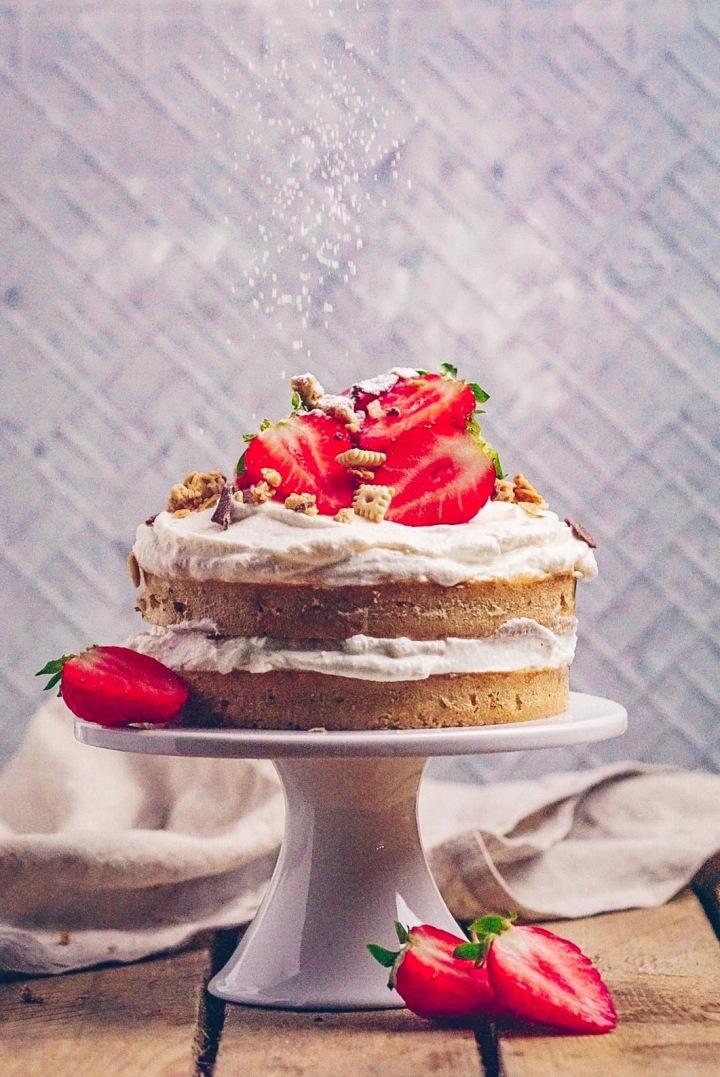 Torte mit Puderzucker