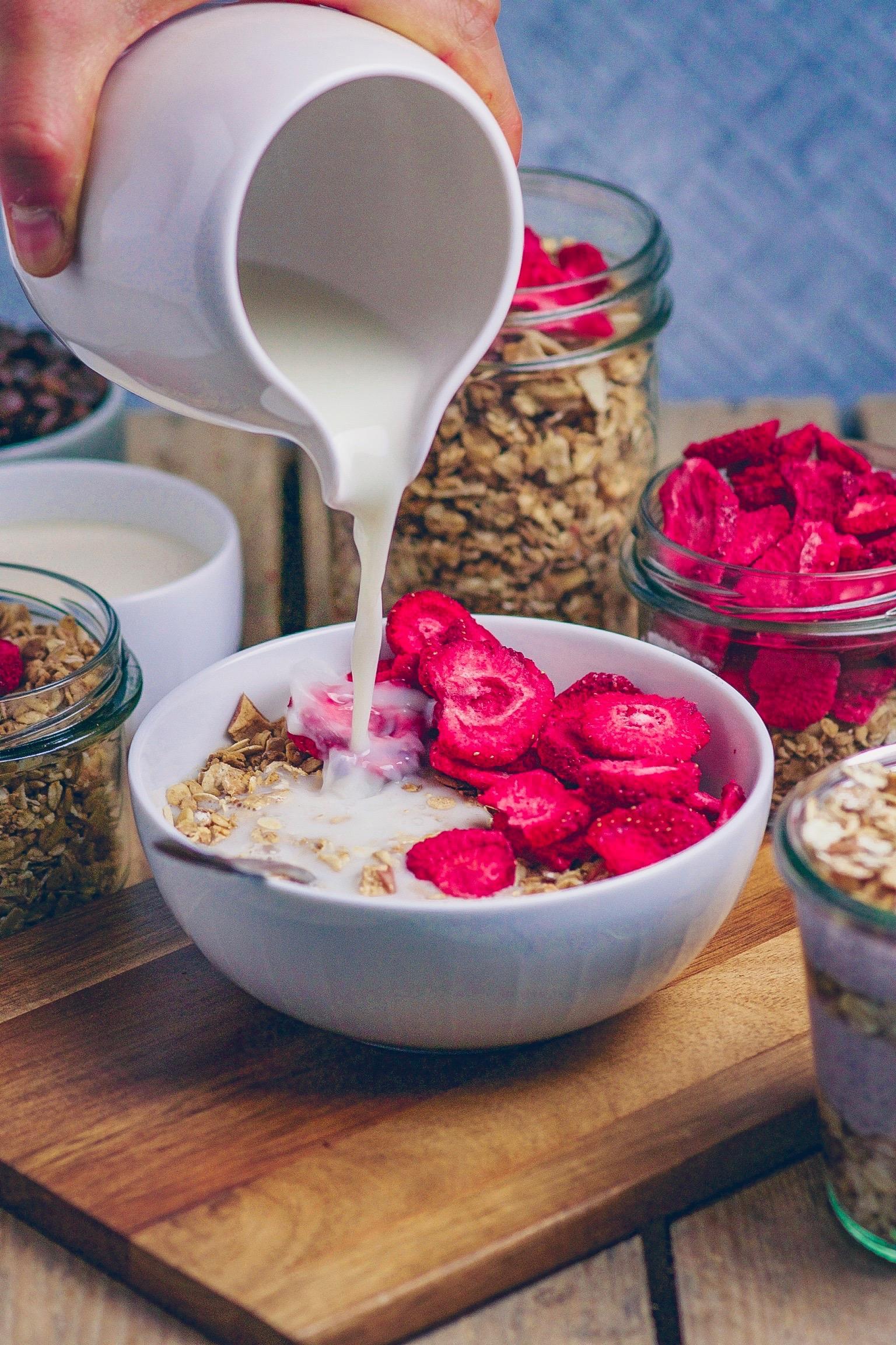 Granola mit Erdbeeren