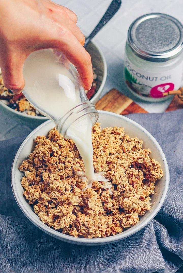 Granola mit Milch