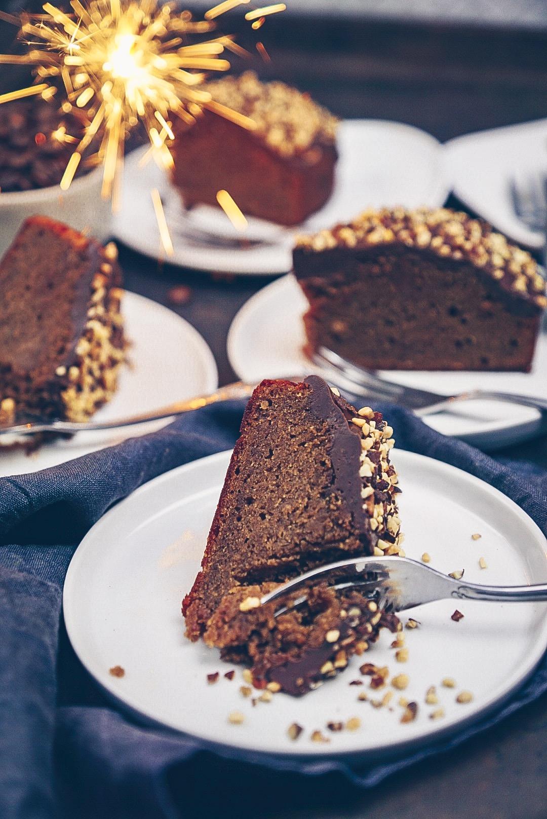 Erdnussbutter Kuchen mit Nuss-Nougat Glasur